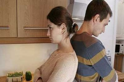 ثلاثة اشياء تساعدك على التخلص من الخلافات الزوجيه Couple-ramadhan_400_265