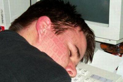 Sms والانترنيت وقلة النوم عند المراهق ados_400_265.jpg